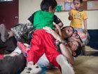 美国夫妇20年收治3000多名中国孤儿