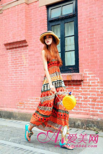 今年最流行的雪纺长裙和孔雀绿