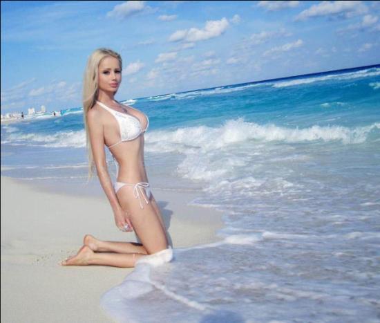 乌克兰女孩脸庞身材酷似芭比娃娃