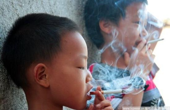 湖南留守儿童吸烟寻乐