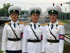 揭秘朝鲜街头女交警化妆品国家买单