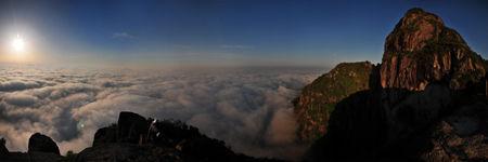 紫云山:日月同辉