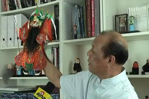 杨亚州和他的木偶头雕刻