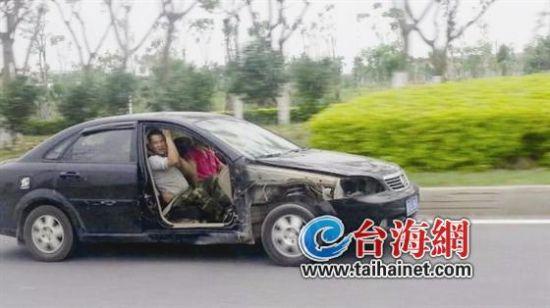 小车副驾安全带怎么系图片步骤