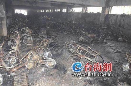 惠安三中开学首日停车场起火 摩托车几乎全被
