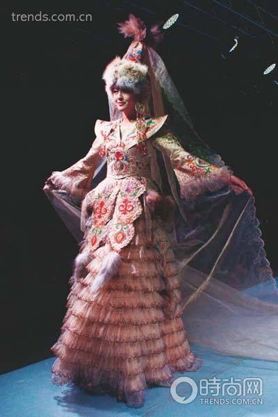 侗族哈萨克族 盘点少数民族传统婚礼服饰