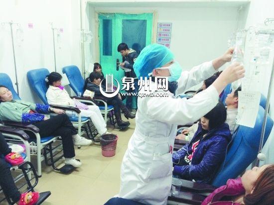 工人们在安海医院得到及时治疗(潘登 摄)