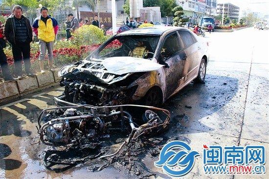 泉州洛江小车追尾助力车后起火 肇事司机逃逸高清图片