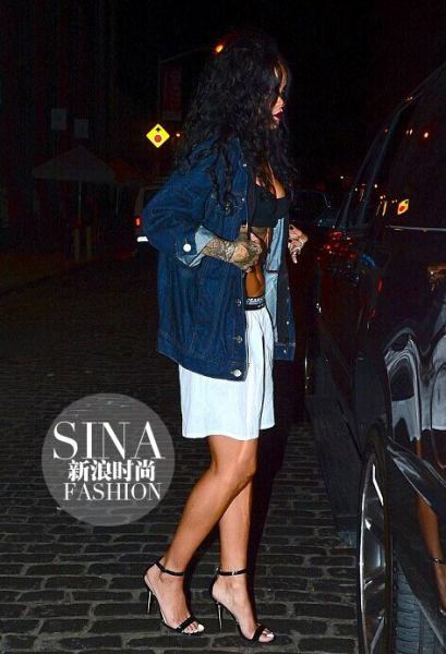 蕾哈娜(Rihanna) 四角短裤出街