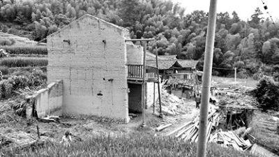 仑坪村垮塌教室现场 目击者供图