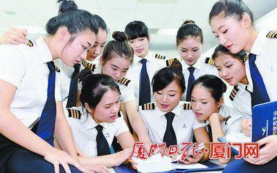 新入职的美女飞行学员们。