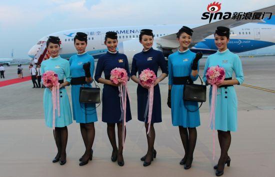 厦航空姐身着新一代制服 迎福建首架波音787客机