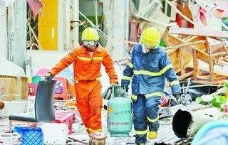 厦门福园小区爆炸 市民颅脑严重受伤仍坚持灭火
