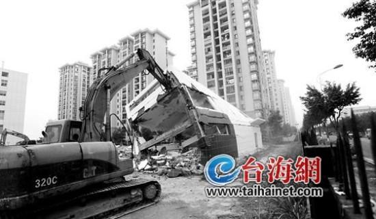 厦门市人力资源市场海沧分市场一楼房去年底刚建好 上周被拆