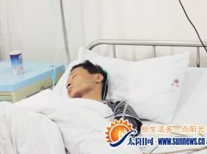 躺在病床上的汤军勇。记者 黄小英 摄