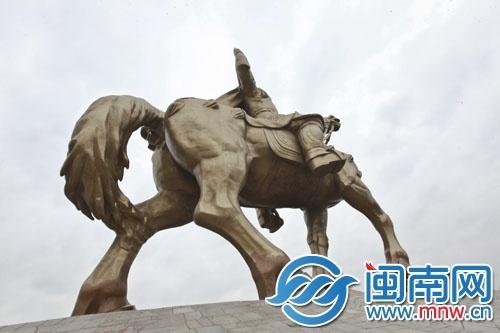 泉州市大坪山郑成功雕像下的护坡太陡