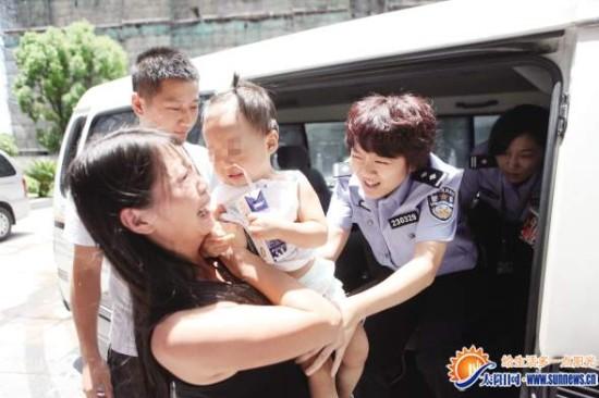 """晨报记者 于婧媛 实习生 吴雪莹 通讯员 刘海燕   """"回来了,不哭不哭"""