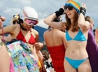 千人裸体滑雪