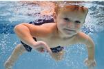 孩子太瘦游泳可增进食欲