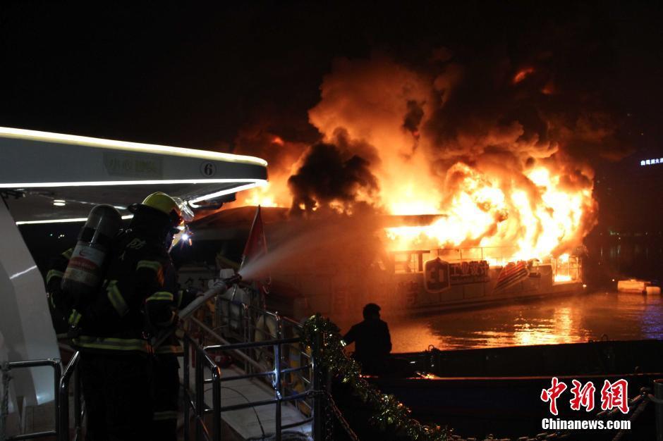 厦门筼筜湖一游船深夜起火