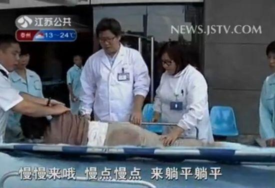 孕妇在拥堵高速路上早产送医后胎儿不保