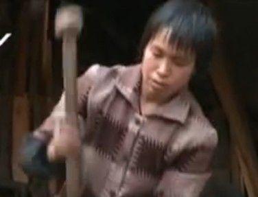 厦门唯一女铁匠打铁四十载 无奈恐后继无人