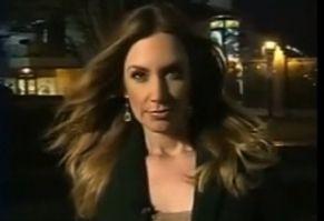 美女记者直播中流鼻涕 机智吞下圆场