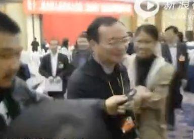 """东莞市长被追问扫黄和转型回应""""嘿嘿"""""""