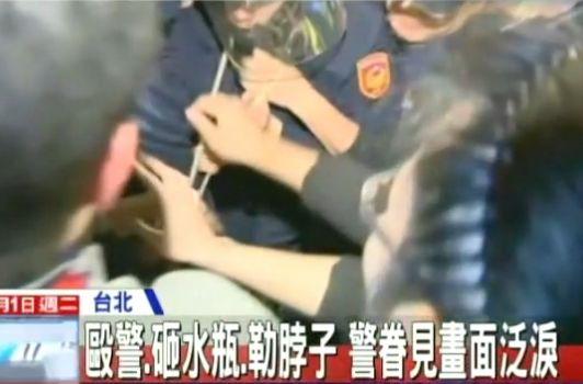 """实拍台""""行政院""""冲突 学生用绳勒警察脖子"""
