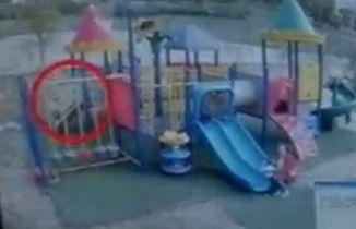 女童称被木棍捣下体幼儿园公布监控称摔伤