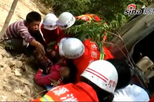 女子坠崖仅凭借半瓶水坚持5天获救