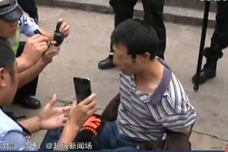 男子疑因厌世乱撞路人 遭堵停被抓