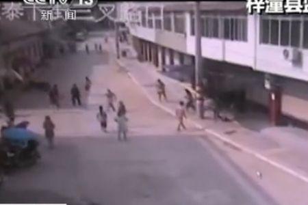 监拍绵阳两县发生地震 700余间房屋受损