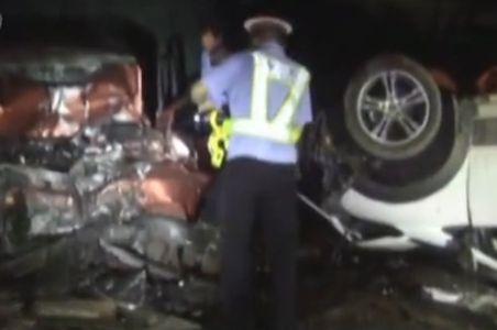 大货车高速路强闯事故现场 4名民警殉职