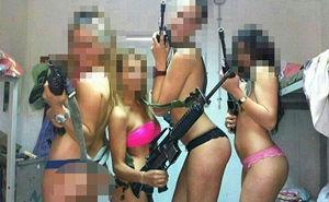 以色列女兵脸书传艳照 枪遮私处