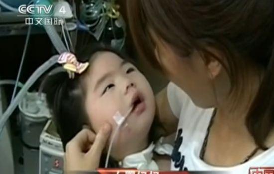 台湾一女婴趴睡窒息成植物人