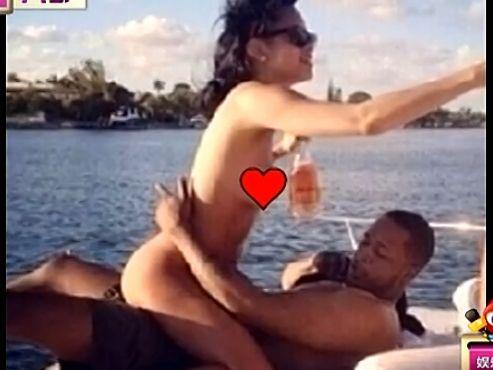 蕾哈娜不雅照外泄 全裸跨坐在猛男身上