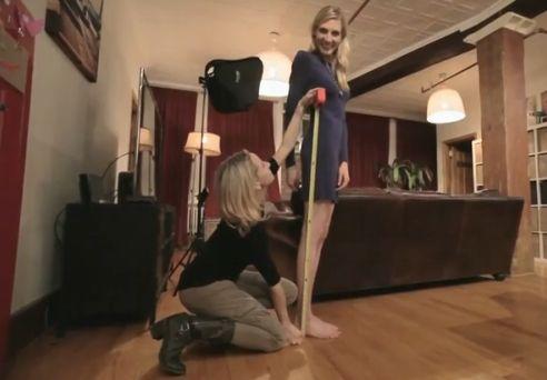 美女120公分长腿引路人惊呆