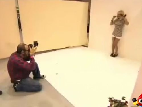 女模遭遇潜规则 摄影师中途要上嘴