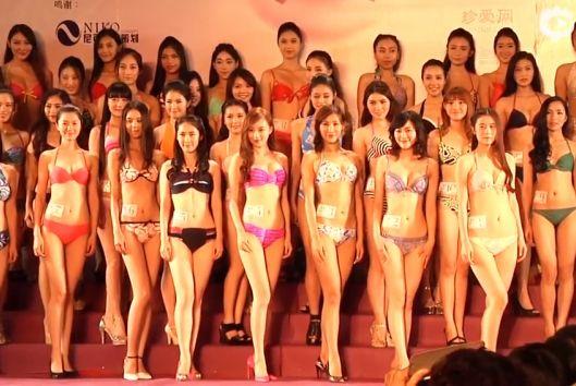 亚洲小姐泳装秀前凸后翘 28岁佳丽下腰抢镜